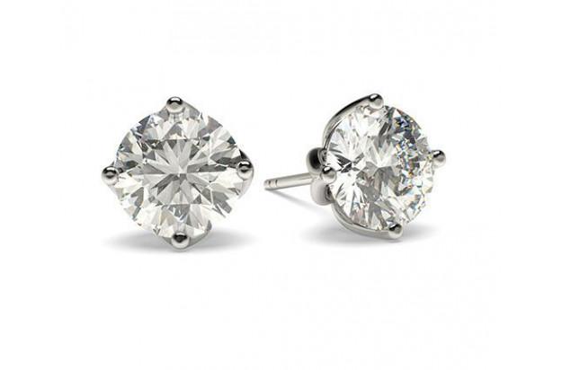 Les boucles d'oreilles en diamant : chics et raffinées!