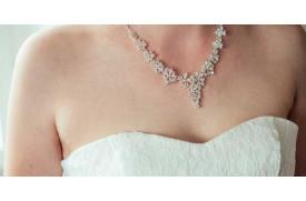 La différence entre les colliers et les pendentifs diamants