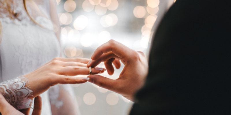 Meilleures alliances et ensembles de mariage pour lui et elle 2021