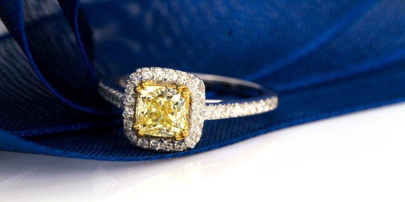 Que signifie une bague de fiançailles avec un diamant jaune?
