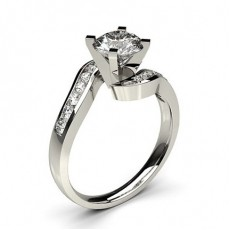 Bague de fiançailles solitaire épaulé diamant serti 4 griffes carrées et rail