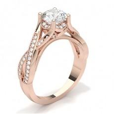Bague de fiançailles vintage épaulée diamant princesse serti 4 griffes et pavé